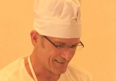Robert Niedermeier mit Kochmütze